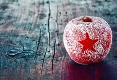 Новогодняя игрушка яблоко обои на рабочий стол