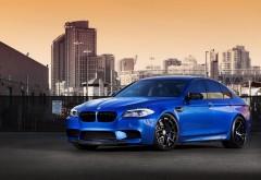 bmw m5 синий автомобиль в городе картинки скачать