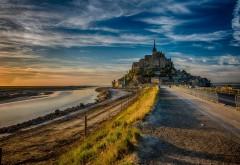 Франция Мон Сен-Мишель остров красивый замок на скалах обои