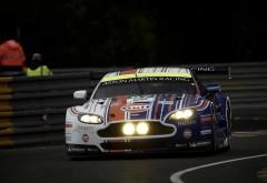 Aston Martin гоночный автомобиль на треке обои hd