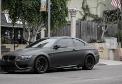 BMW M3 E92 матовая серая припаркованная на улице обои hd