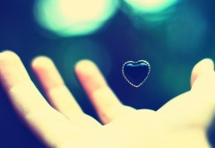 Рука сердце любовь обои hd