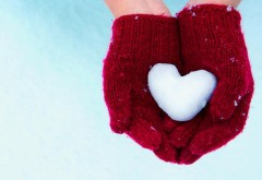 Руки, перчатки, снег, сердце, зима