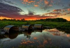 Закат у небольшого лесного болота обои hd