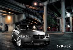 Черная матовая BMW M3 ночью под мостом обои hd