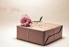 Цветы и подарок в коробке для тебя обои hd