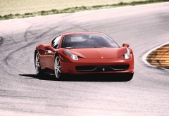 Ferrari 458 Italia автомобиль на треке картинки на рабочий стол