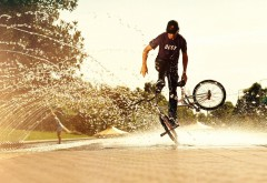 Sport bikes man boy water spray awesome wallpaper
