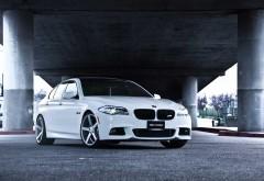 BMW белый под мостом картинки для рабочего стола скачат�…