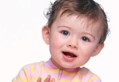 Обои малыша с двумя зубами