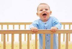 Ребенок орет в кроватке