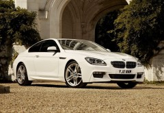 Белый автомобиль BMW картинки для рабочего стола скачать