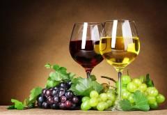 Вино с бокалами