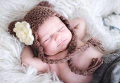 Маленький ребенок в шапочке медвежонка картинки