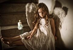 Маленький ангел девочка с крыльями на рабочий стол обо…