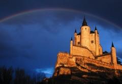 Фото замка из оранжевого камня и радуги