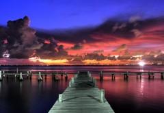 Фото причала у моря и облаков