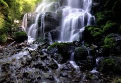 Заставка с большим и красивым водопад