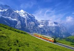 Поезд в горах Альпы широкоформатные HD обои скачать