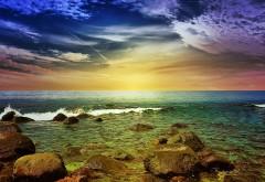 Фото в высоком качестве моря с зеленым оттенком и камн�…