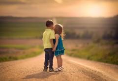 Поцелуй, дети, дорога, первая любовь, малыши, фоны, заст�…