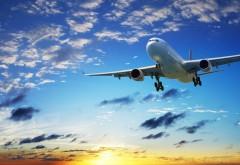 Фото в высоком качестве с самолетом летящим в облачном…