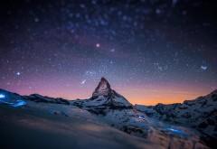 Горный пик, звезды, небо, ночь, небольшой снег, фоны, зас…