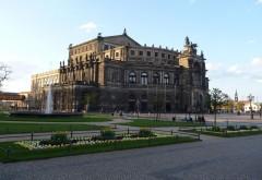 Германия Дрезден здание театра фоновые заставки скачать