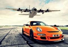 Оранжевый Порше и самолет
