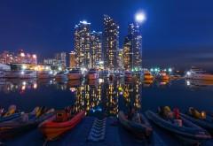 Ночь, городские здания, ночное небо, лодки, обои hd, бесп�…