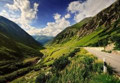 Широкоформатная обойка прекрасных, высоких гор