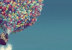 Дом взлетел в небо на воздушных шариках