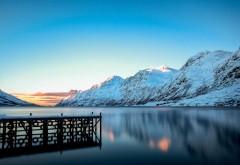 Горы, снег, зима, озеро, причал, обои на рабочий стол Природа