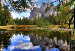 Осенний вид на озеро