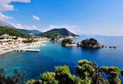 Картинка с прекрасным городом на берегу синего моря