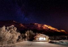 Горы зимой для рабочего стола природа снег ночное небо обои скачать