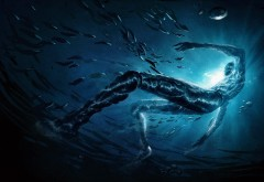 Изображение высокого разрешения силуэт человека в вод…