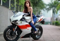 Фото мотоцикла марки Дукати 848 белого цвета с красными …