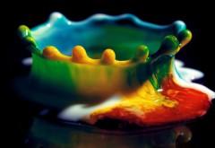 Абстрактная картинка капли разноцветной краски