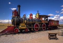 Фото красного поезда