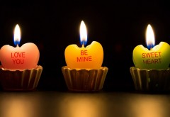 Свечки в виде сердечек на темном фоне, романтические о�…