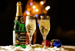 Бутылка Советского шампанского, бокалы с шампанским, Н…