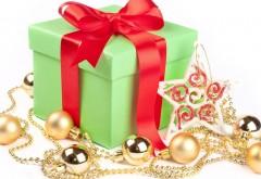 Новогодний подарок под елку на белом фоне обои скачать