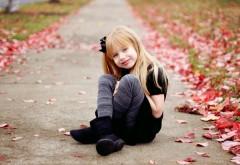 HD Осенние листья и милая девочка обои
