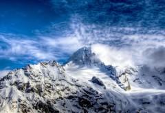 Ясное небо над снежными горами природа обои для рабоче…