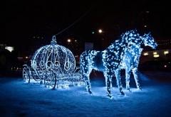 гирлянды лошади и карета новогодние украшения ночью