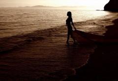 Бесплатно картинки женщина идущая по пляжу