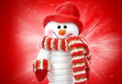 Смешной снеговичок на красном фоне