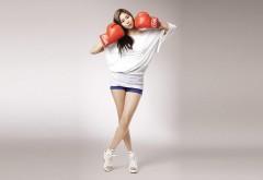 девушка азиатка брюнетка боксерские перчатки в стиле �…