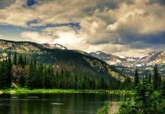 лес, реки, зеленые горы, облака, природа бесплатно обои